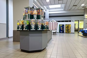 Coin-operated gumball kiosk next to the entrance to the former Wards.