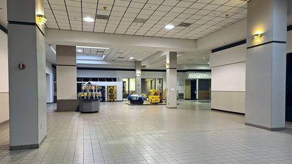 This area, outside of the former Wards store, is where the original Staunton Plaza ends, and the expansion built during the conversion to Staunton Mall begins.