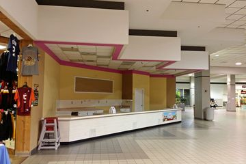 The same space as it appeared on August 30, 2014. This was after Flavor Cravers had closed, and before Sooner BBQ redecorated the space.