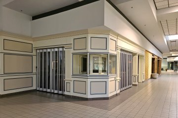The other jewelry store was Glassner Jewelers, a small regional chain of jewelry stores, located next to Athletic Annex. Glassner closed in early 2009 along with the rest of the company.