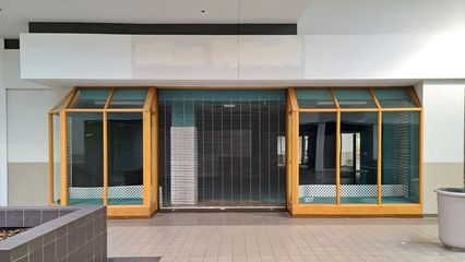 Former Atlas Tuxedo space. As I understand it, they were an original tenant in the Belk wing, having come there from an earlier space in Staunton Plaza prior to the conversion to a mall. Atlas remained here until the mid 2010s.