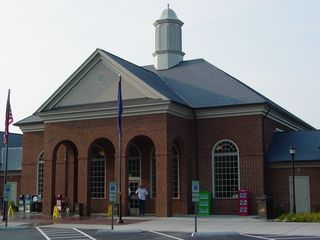 The building itself, right off the bat, is noticeably larger than most rest areas. It's also a lot more modern looking, while keeping with the same general architectural style as other Virginia rest areas. This is also the first new rest area that Virginia has built in some thirty years or so.