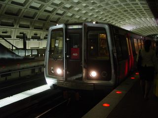 A Red Line train to Glenmont arrives at Metro Center on the Shady Grove side.