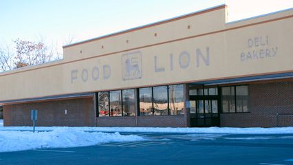 Then on the other hand, the Food Lion on Route 250, also in Waynesboro, closed down. This, however, was well-known ahead of its closing, as this location was replaced by one a few miles down the road in Fishersville, with a store that definitely doesn't look like any kind of Food Lion that I was used to seeing.
