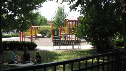 Across the street from the Winslows' house is a park. Others have speculated, and I wonder, too, if this was the inspiration for the park where Steve Urkel, after transforming into Bruce Lee, beat up Jason David Frank in that whole park fight scene...