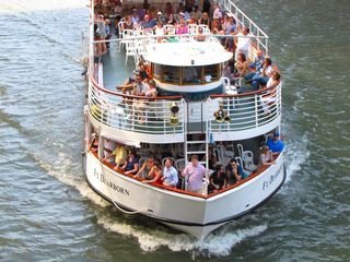 The Ft. Dearborn runs a pleasure cruise along the Chicago River. Next time we're in Chicago, we need to do this. This looks like fun...
