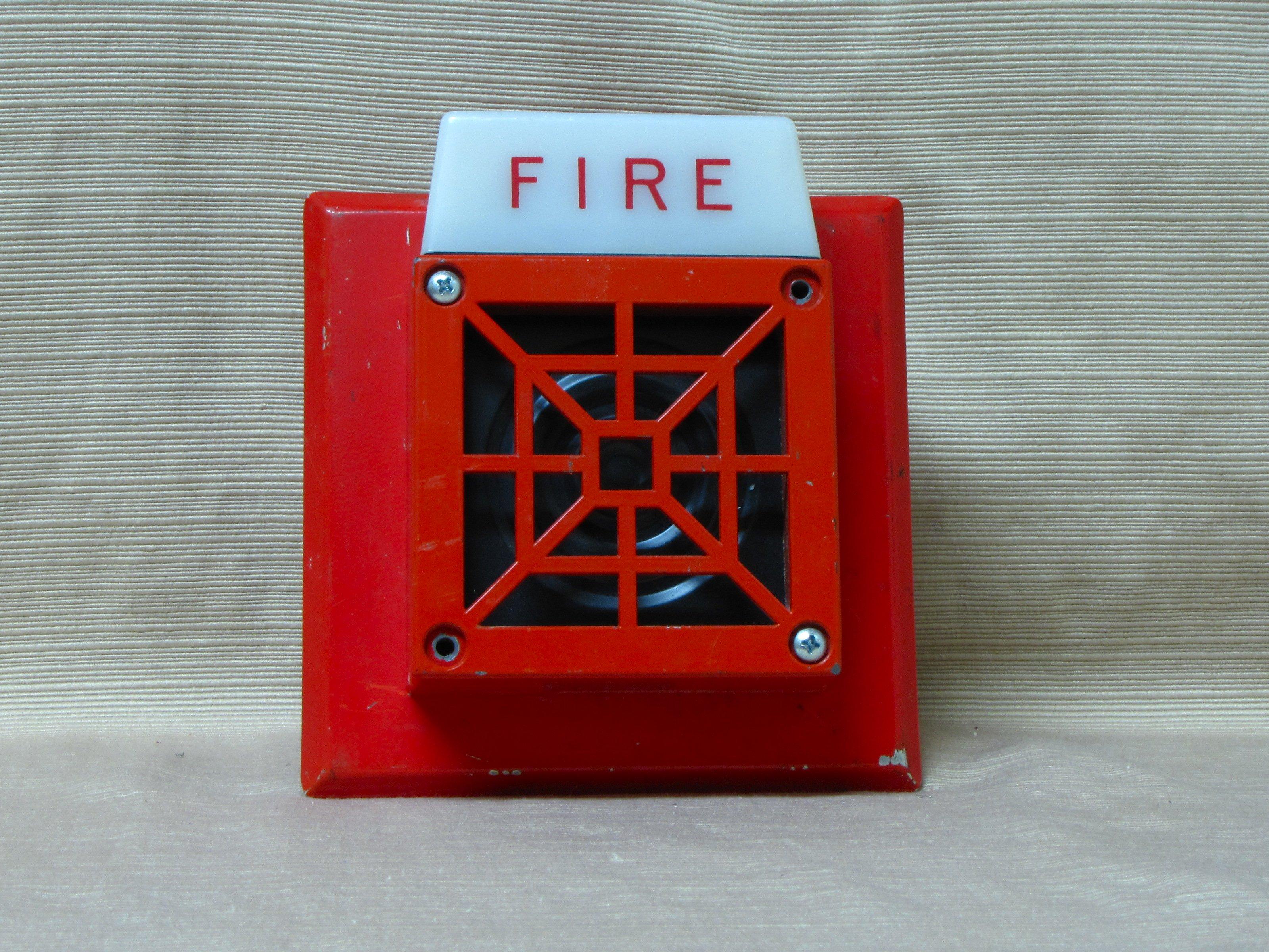 Watch further Siemens U Mhst Mcs likewise Adt 5050 001 further Watch further Watch. on fire alarm and strobe