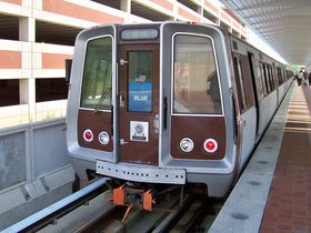 Front windows: The front windows on 1000-Series cars are rounded at the top, have an aluminum border, and extend to the roof of the car, with no brown showing above the windows. Due to these cars' positioning in the center of trains, the front of the cars are more difficult to spot, and nearly impossible to view front-on.