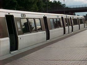 Car side: 1000-Series cars have two sign openings along the roofline, near the end doors. The opening on the left side is an exterior speaker, and the opening on the right side is the destination sign. 1000-Series cars are the only cars with this configuration. All other car series have only one sign opening containing the destination sign, located just left of the center door.  Additionally, a ridge runs along the roofline along the full length of the car.