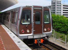 Front windows: The front windows on the 6000-Series cars have a thick black border around them, with rounded corners. The bulkhead door window also has rounded corners.