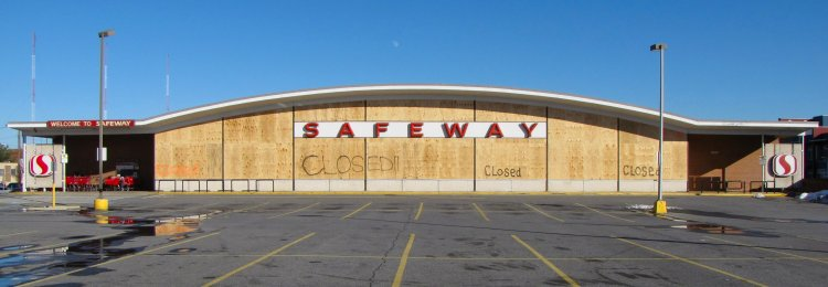 Safeway in Wheaton, Maryland, one week after closing
