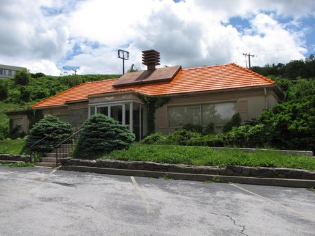 Howard Johnson's restaurant, without its cupola