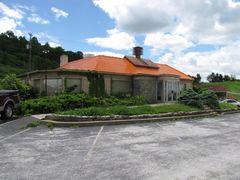 Howard Johnson's restaurant building, minus the cupola.