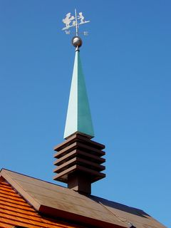 """Despite its base's being painted brown as part of the """"environmental"""" color scheme, the signature Howard Johnson's cupola remained in vintage condition, complete with its Simple Simon and the Pieman weathervane!"""