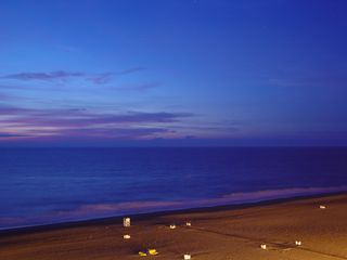 However, soon the first rays of dawn became visible, while the beach was still primarily lit by the lampposts along the boardwalk.