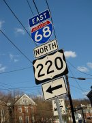 Signs directing motorists towards eastbound Interstate 68 and northbound US 220.