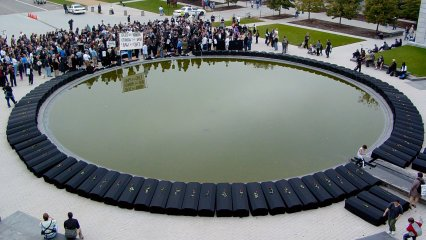 The coffins line the perimeter of the reflecting pool, providing a powerful reminder of the amount of US soldiers who have died in Iraq.