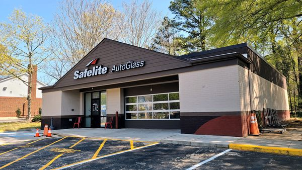 Safelite AutoGlass facility in Williamsburg, Virginia, housed in a former 7-Eleven building. The facility was closed due to pandemic-related lockdown measures then in place.