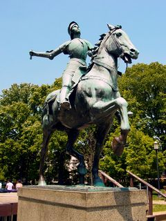 At the south end of the upper level, overlooking the fountains below, is Washington's only equestrienne statue, depicting Joan of Arc on horseback.
