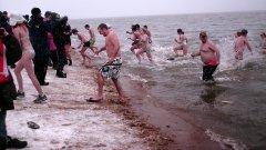 People leave the water en masse at the end of the 1:00 plunge.