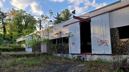 Former Aerolab Supply building in Laurel, Maryland.