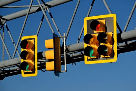 Traffic light gantry over the intersection of Fairfax County Parkway and Sunrise Valley Drive in Reston, Virginia.