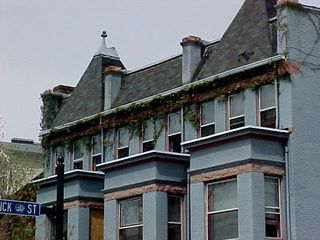 This is so cute with the plants growing on the top of the building. It's a great visual effect, but I wonder if they ever have any problems related to the plants growing around the roof...