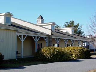 Building 4 was built in the typical style for the Waynesboro Outlet Village. Most buildings were covered with vinyl siding of varying colors, had dormers, and contained a cupola. Additionally, as you can see, the facility was well maintained right to the end.