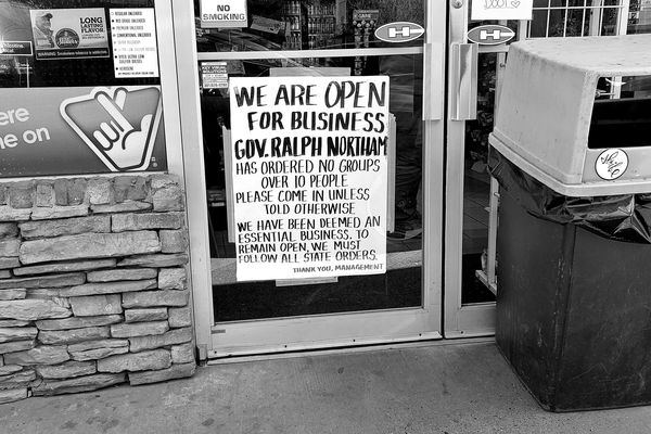 Sign at the entrance to a gas station on US 340 in Loudoun County, Virginia limiting store capacity in accordance with government orders ostensibly made to limit the spread of COVID-19. The ask from the store was made in the context of keeping the store open, i.e. if patrons do not follow the guidelines, the state will close the store down.
