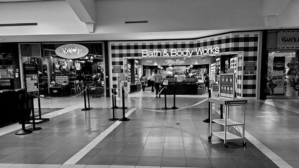 Queuing area in front of the Bath & Body Works store at the Fashion Square shopping mall in Charlottesville, Virginia. If the store was at its COVID-limited capacity, potential customers were expected to wait in this queuing area in a socially-distanced manner until a customer left the store before being allowed inside.