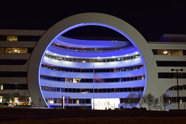 """Tycon Courthouse, an office building colloquially known as the """"Toilet Bowl Building"""", at 2070 Chain Bridge Road in Vienna, Virginia."""
