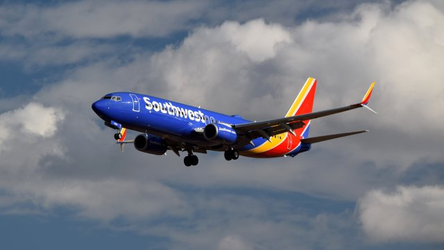 N8682B, a Boeing 737-8H4 operated by Southwest Airlines
