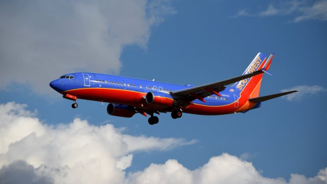 N8605E, a Boeing 737-8H4 operated by Southwest Airlines