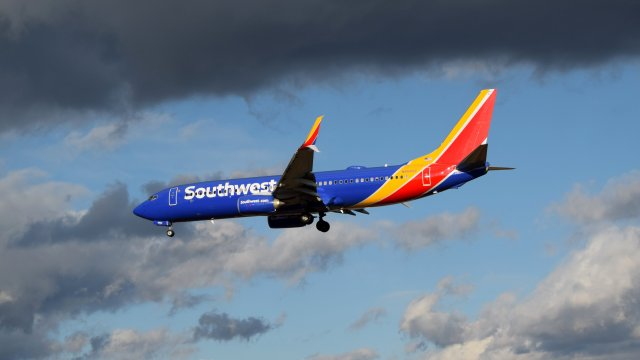 N8582Z, a Boeing 737-800 operated by Southwest Airlines