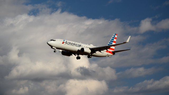 N346PR, a Boeing 737-823 operated by American Airlines