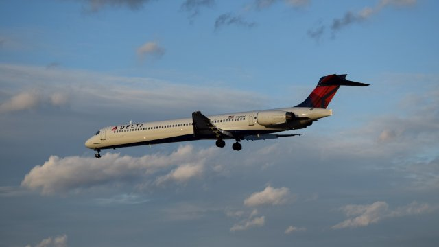 N921, a McDonnell Douglas MD-90-30 operated by Delta Air Lines