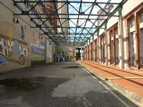 Walkway through a former power plant, painted with murals on one wall. This area had been opened up since 2003 through the removal of a wall, turning what was previously a somewhat dark, narrow corridor into a bright, open space.