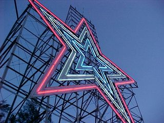 I think it's quite impressive viewing the star from an upward angle like these where you can see that the Roanoke Star is basically flat, attached to a massive support structure.