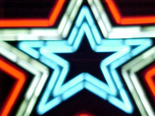 These two views fattened the lines of the star sufficiently to create the illusion that it is one continuous line of tubing around the star.
