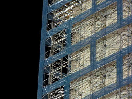 Detail of the southeast corner of the scaffolding.