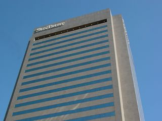 SunTrust Plaza, completed in 1983, is the second-tallest building in Richmond, though it lacks the prominence on the skyline as the slightly shorter Federal Reserve building due to its location.